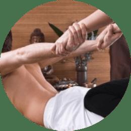 Dehnen und Streching beim Hot Stone Massagesessel